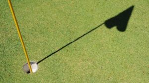 golf trou drapeau